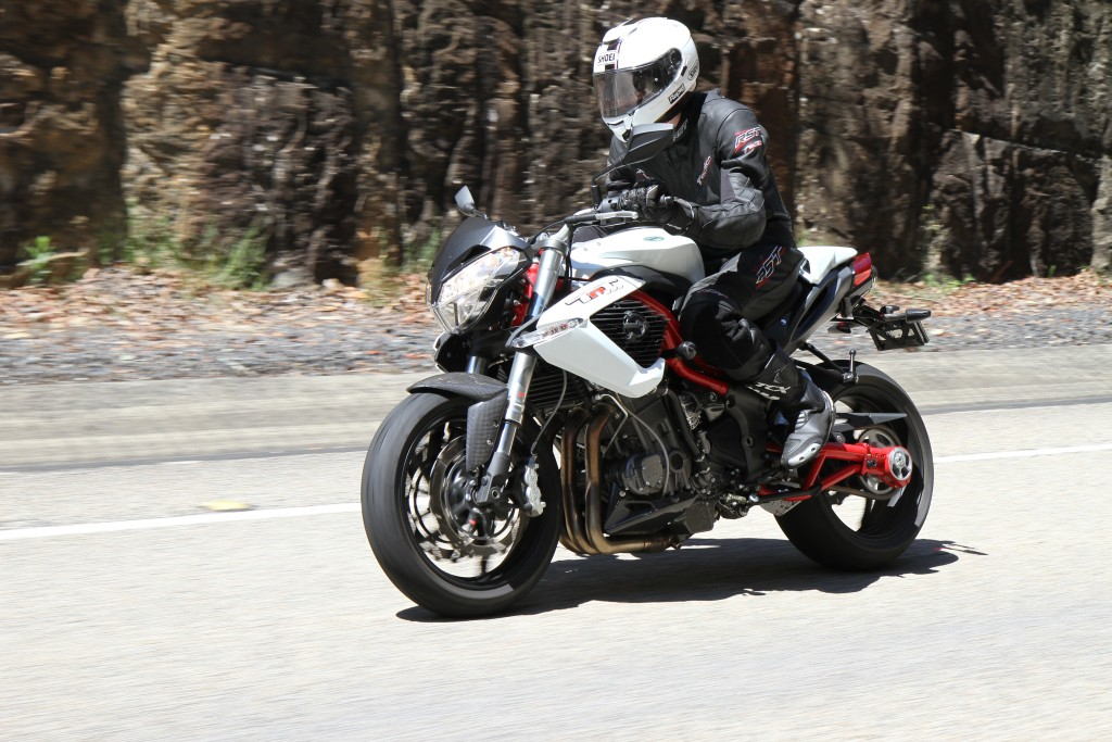 BikeReview Benelli TnT 899 Act 3