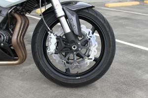 BikeReview BenelliTnT899 Det 1