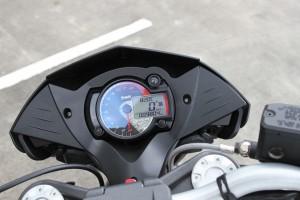 BikeReview BenelliTnT899 Det 4
