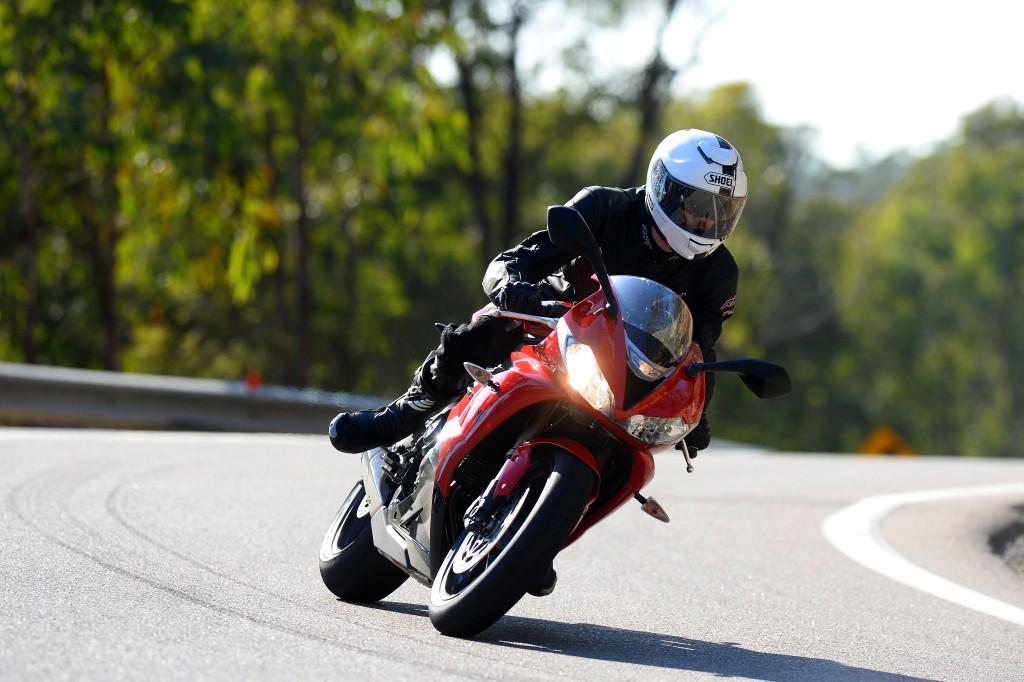 BikeReview Daytona675 2013 Act 1