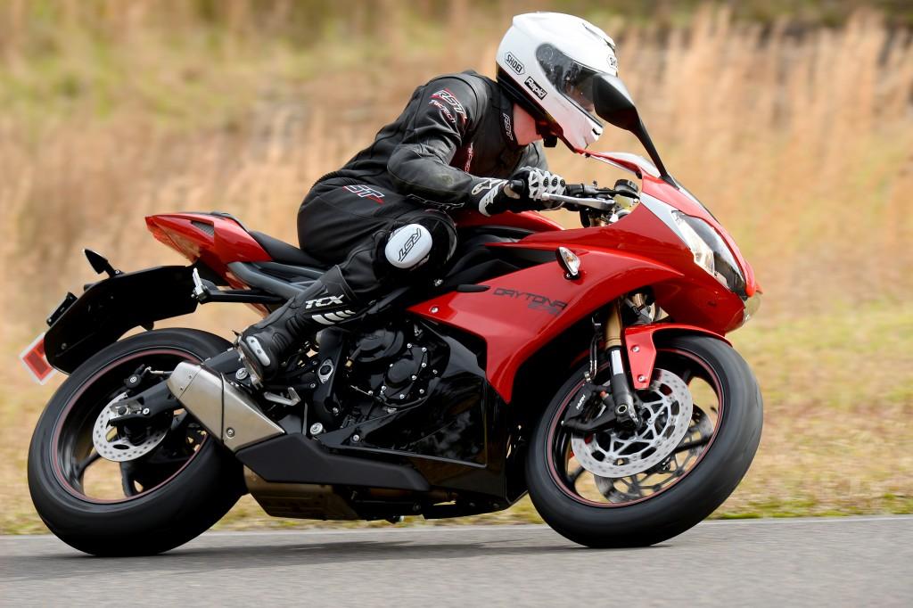 BikeReview Daytona675 2013 Act 2