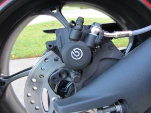 BikeReview Daytona675 2013 Det 2