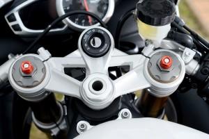 BikeReview Daytona675 2013 Det 6