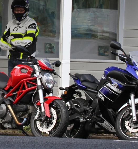 BikeReview Ducati659_v_YamahaFZ6R 2013 5 copy
