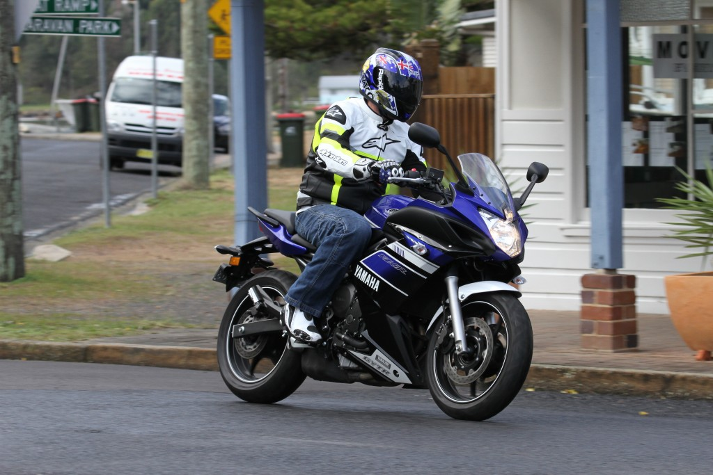BikeReview Ducati659_v_YamahaFZ6R 2013 6