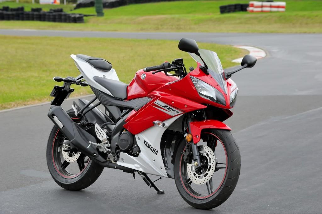BikeReview Yamaha YZF-R15 2013 Stat 2