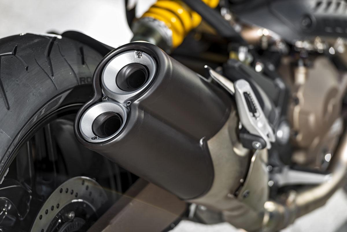 Review 2015 Ducati Monster 821 Bike Review