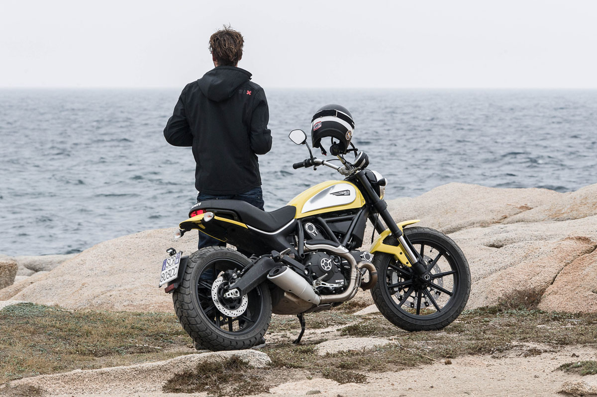 review 2015 ducati scrambler icon bike review. Black Bedroom Furniture Sets. Home Design Ideas