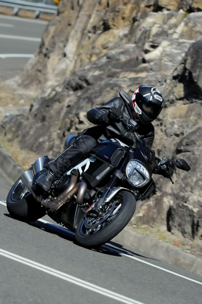 2014 Ducati Diavel BikeReview (5)