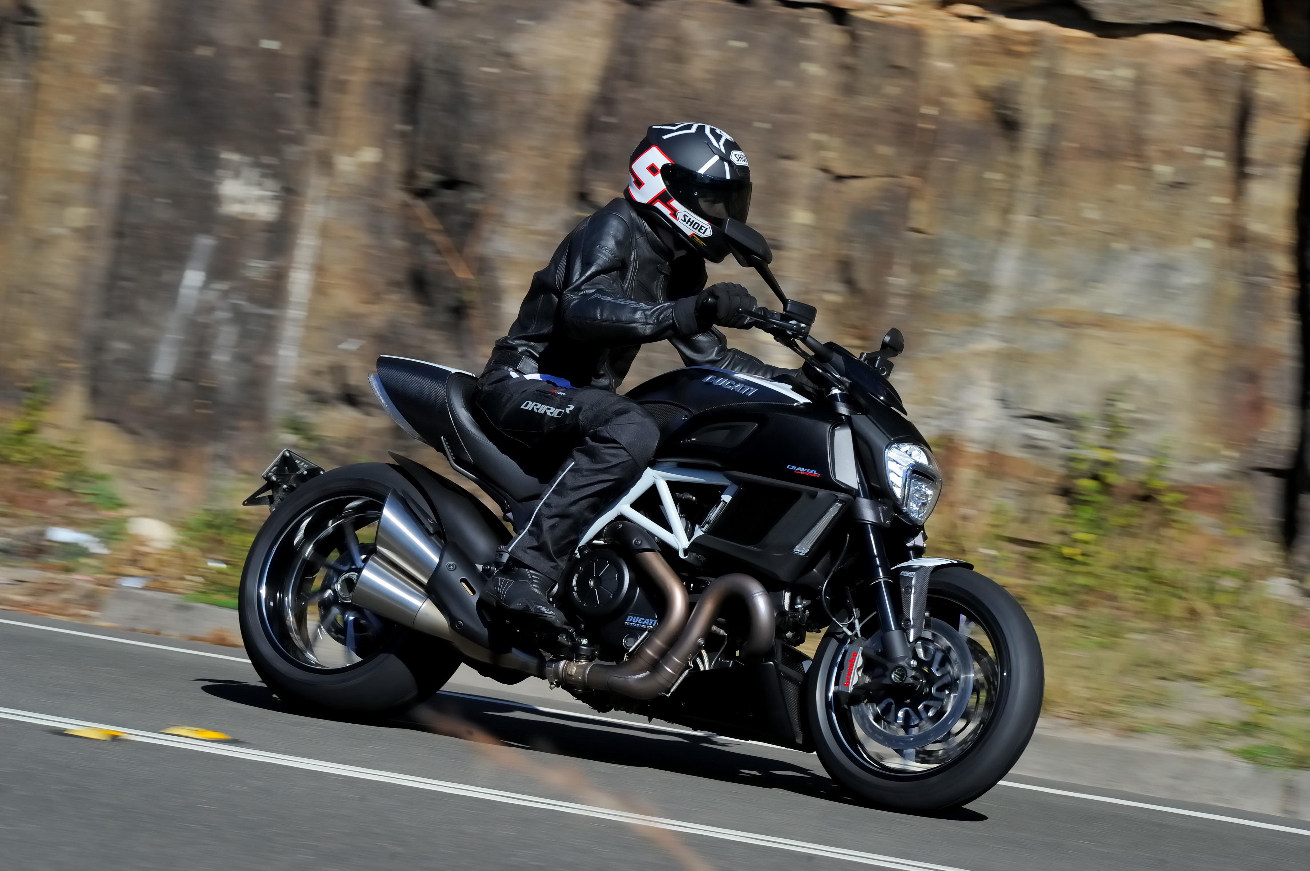 Review 2014 Ducati Diavel Carbon Bike Review