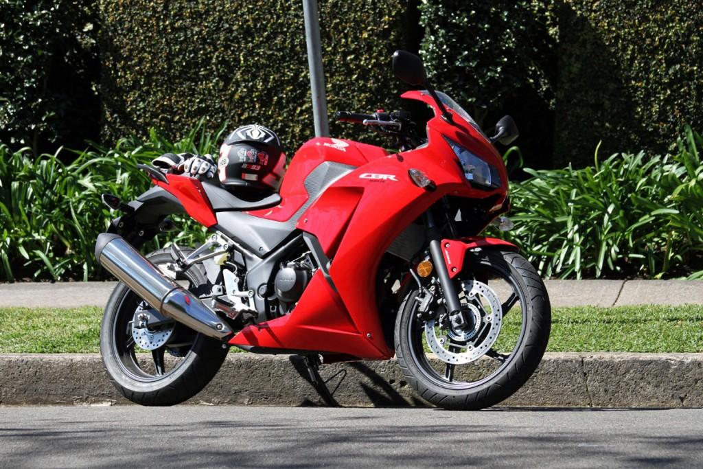 2014 Honda CBR300R BikeReview 2