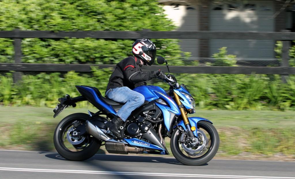 2015-Suzuki-GSX-S1000-Kris-Action-Bike-Review