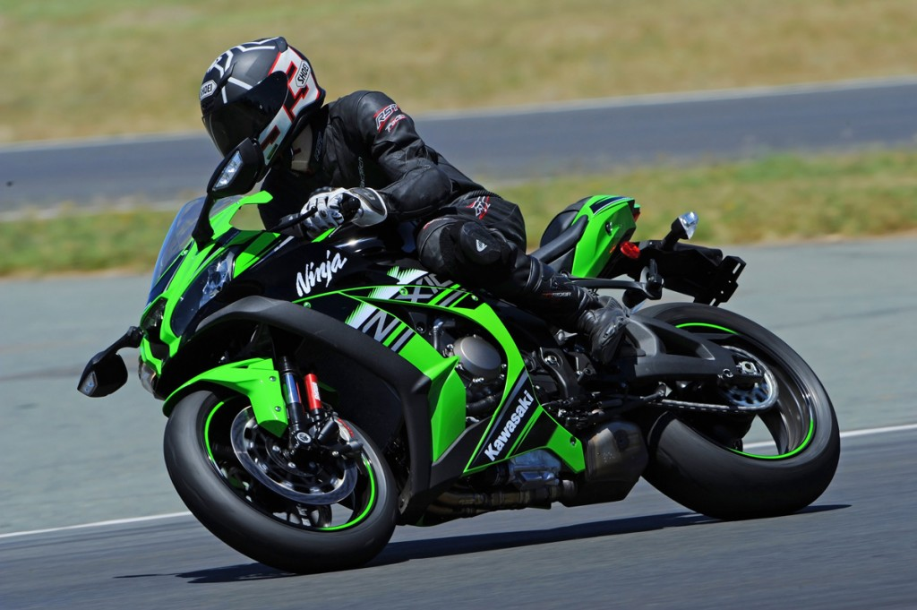 2016-Kawasaki-ZX-10R-Action-Bike-Review-(1)
