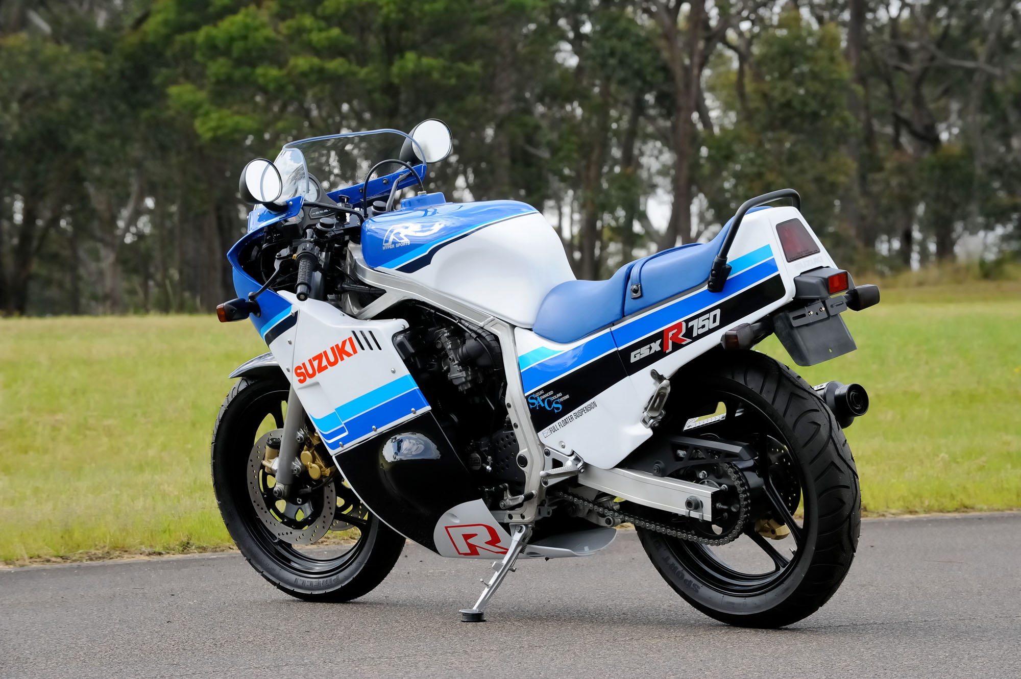 review suzuki gsx r750 old vs new bike review. Black Bedroom Furniture Sets. Home Design Ideas