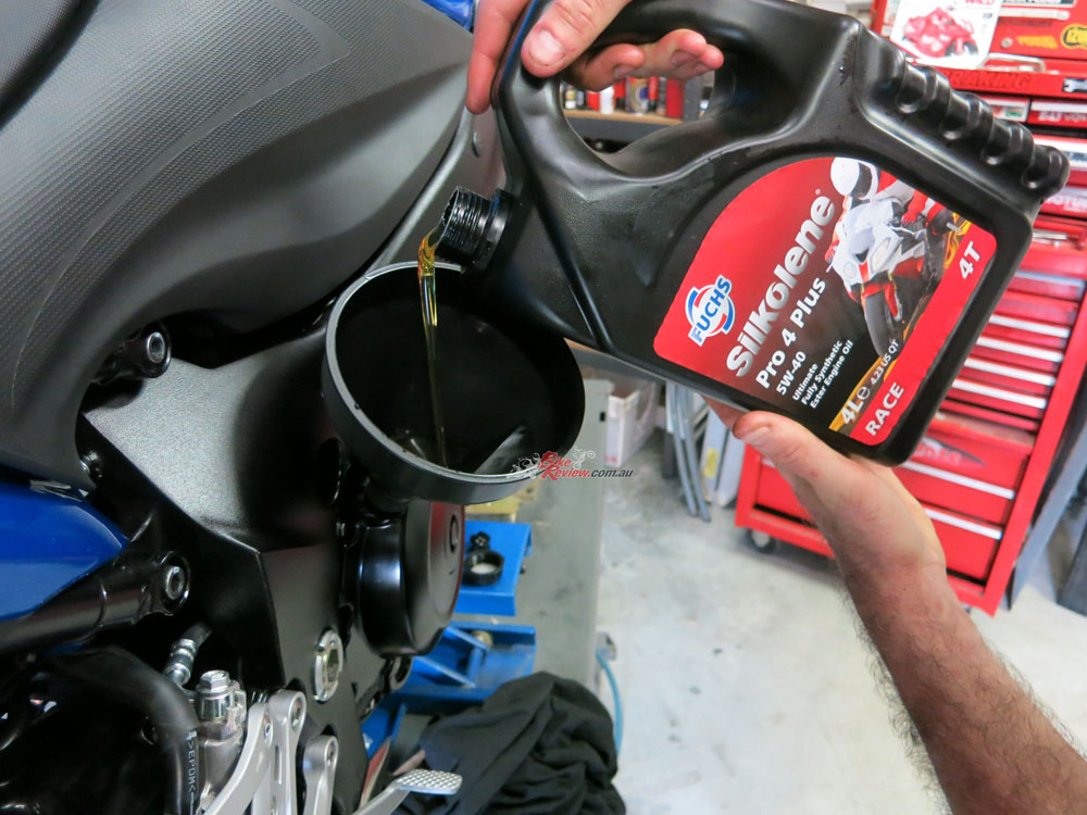The oil was replaced with fresh Silkolene Pro4. To set the level perfectly we even used a small spirit level to get the bike flat on the jack stands!