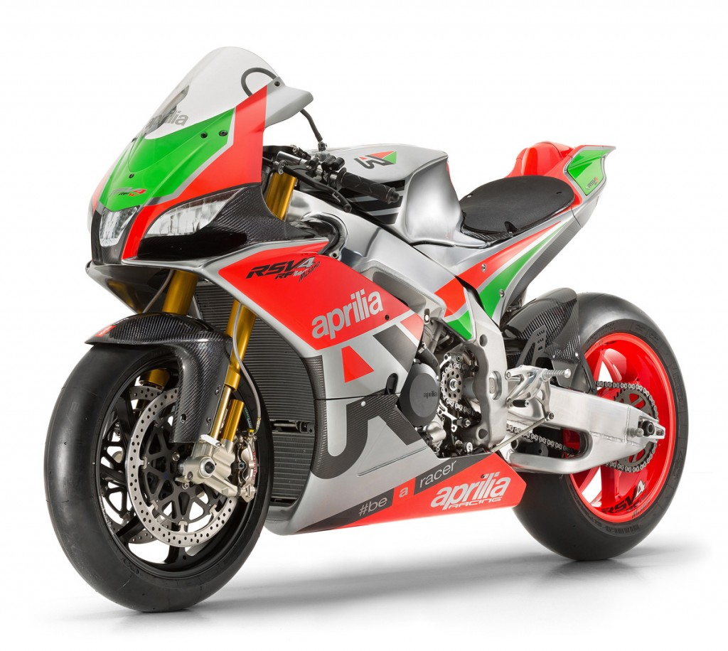EICMA-2015-RSV4-R-FW-Bike-Review-(2)