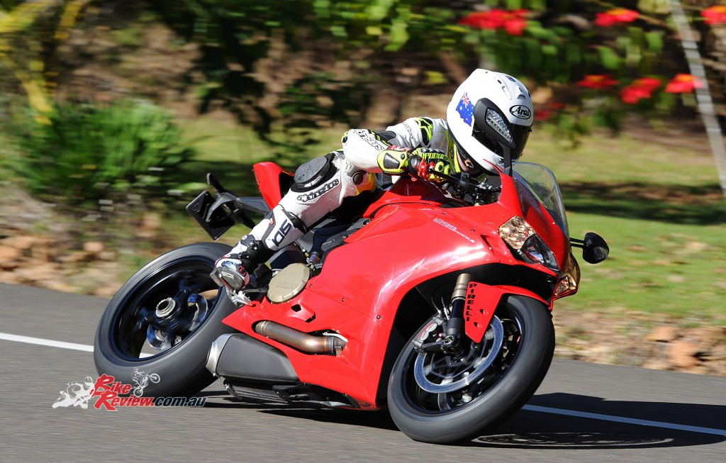 2015-Ducati-1299-BikeReview-(15)