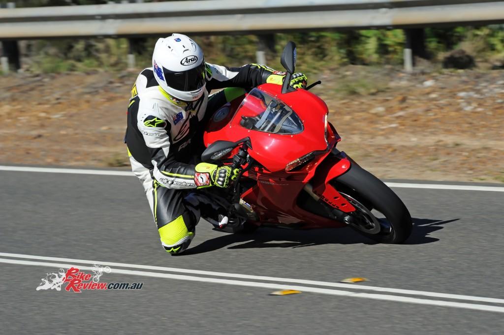 2015-Ducati-1299-BikeReview-(20)