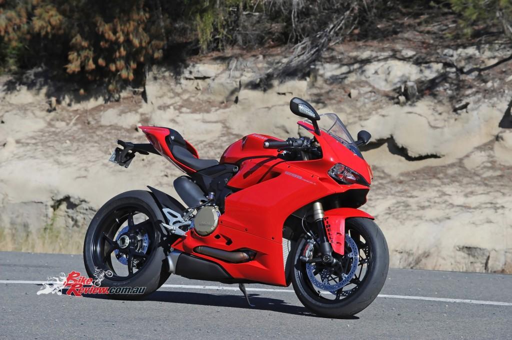 2015-Ducati-1299-BikeReview-(21)