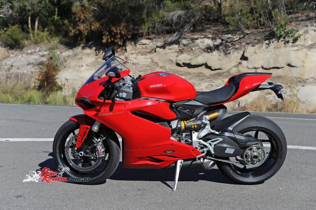 2015-Ducati-1299-BikeReview-(22)