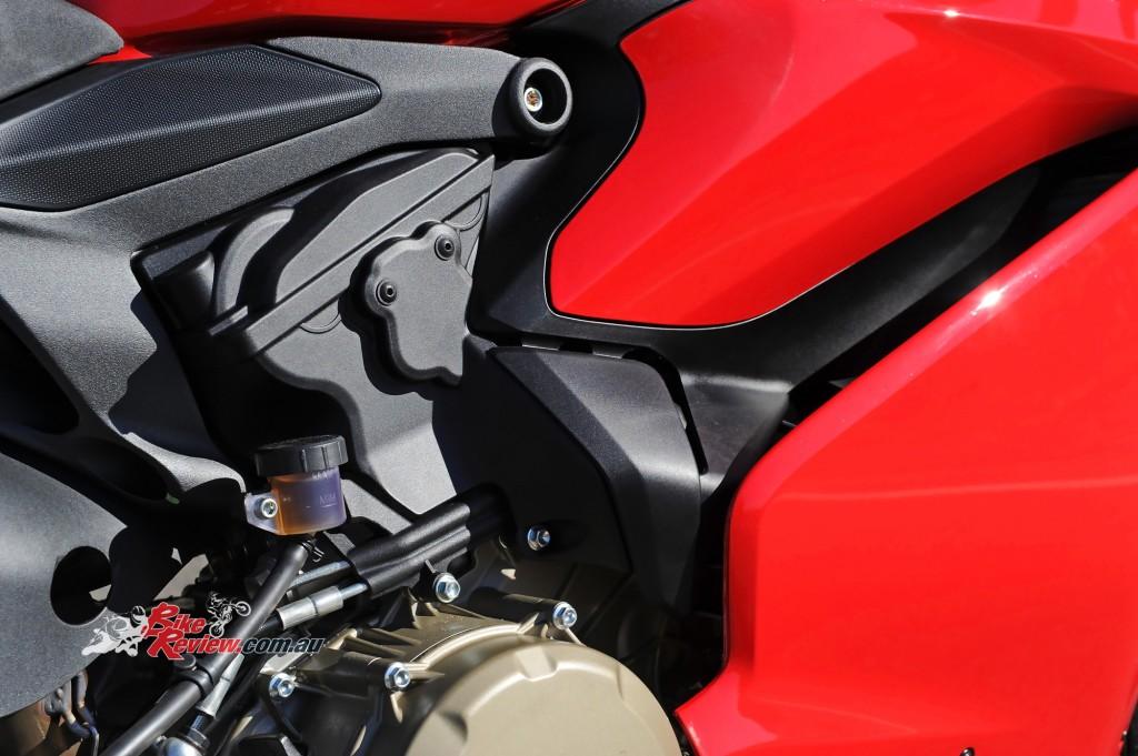 2015-Ducati-1299-BikeReview-(29)