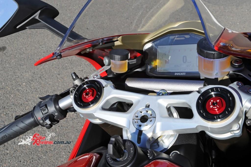2015-Ducati-1299-BikeReview-(63)