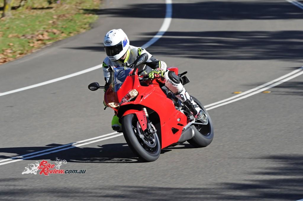 2015-Ducati-1299-BikeReview-(9)