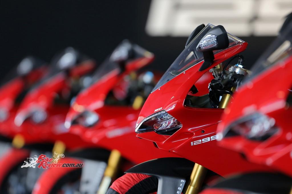 2015-Ducati-Panigale-1299-S-BikeReview-(12)