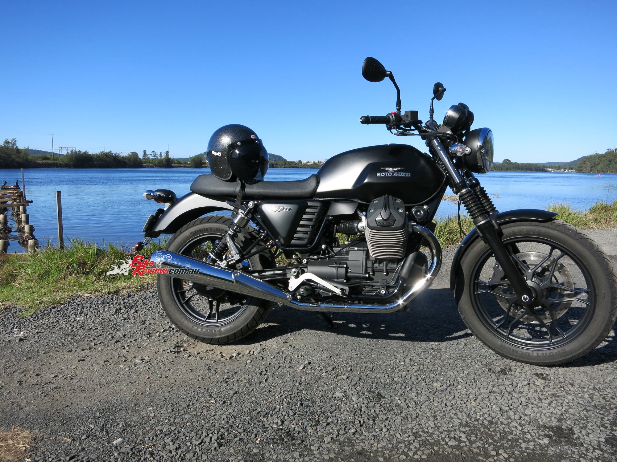 review 2015 moto guzzi v7 ii stone bike review. Black Bedroom Furniture Sets. Home Design Ideas