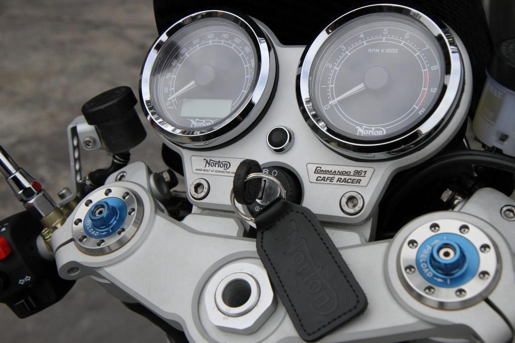 2015 Norton Commando Cafe Racer BikeReview (7)