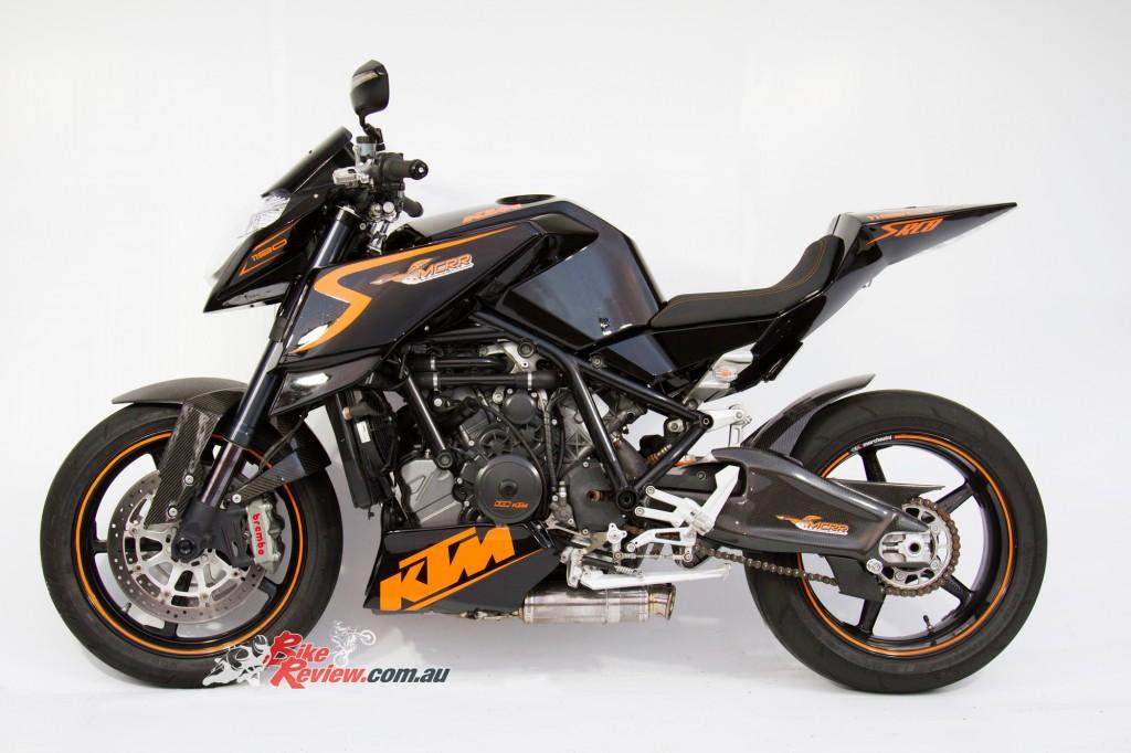 MC-RR-1098-Ducati-Custom-BikeReview-(18)