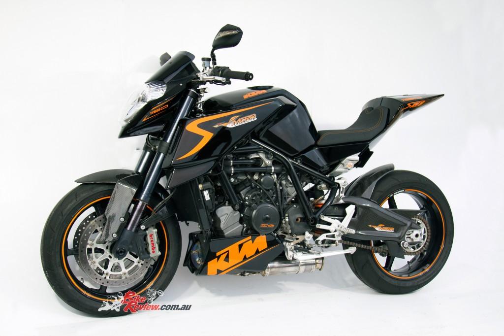MC-RR-1098-Ducati-Custom-BikeReview-(20)