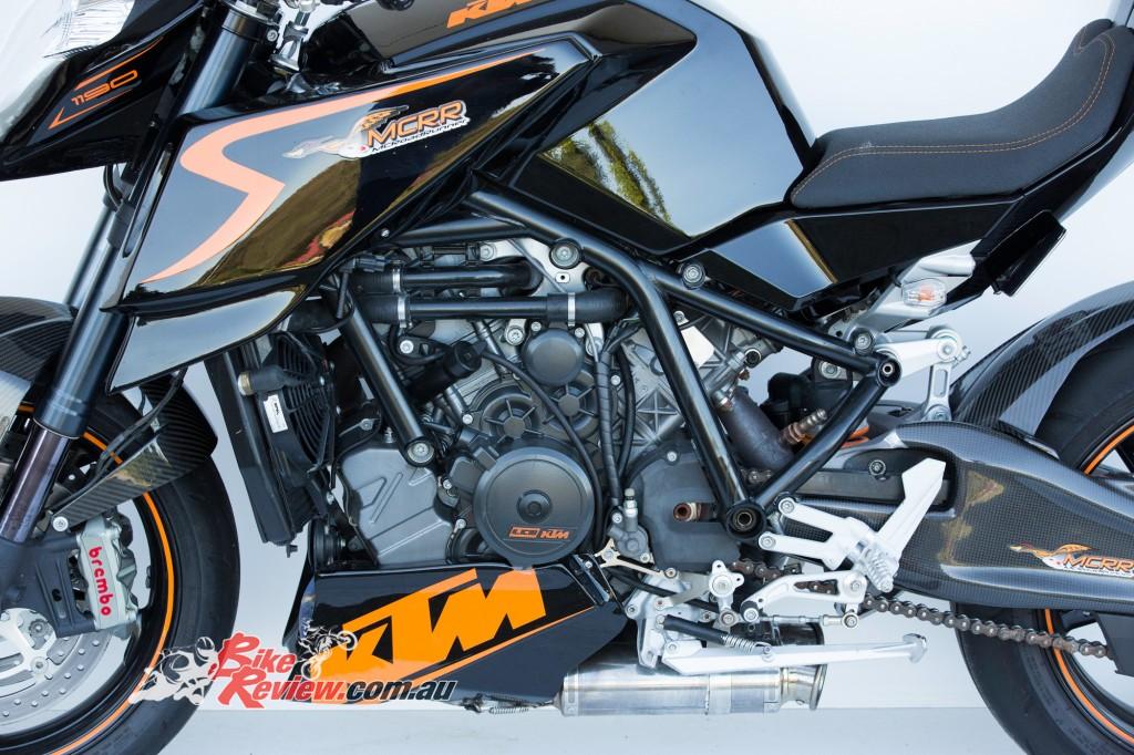 MC-RR-1098-Ducati-Custom-BikeReview-(31)