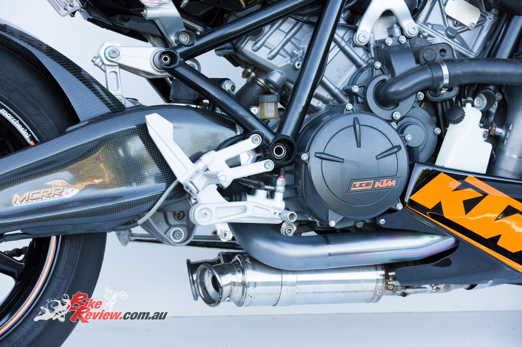 MC-RR-1098-Ducati-Custom-BikeReview-(35)