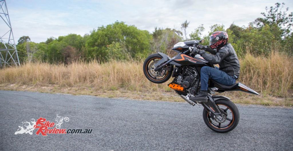 MC-RR-1098-Ducati-Custom-BikeReview-(50)
