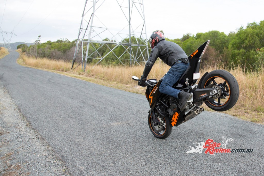 MC-RR-1098-Ducati-Custom-BikeReview-(51)