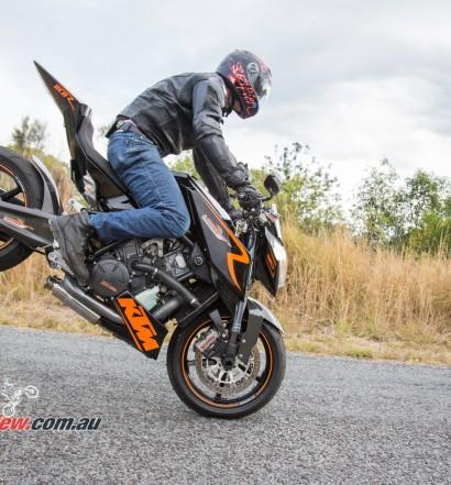 MC-RR-1098-Ducati-Custom-BikeReview-(53)