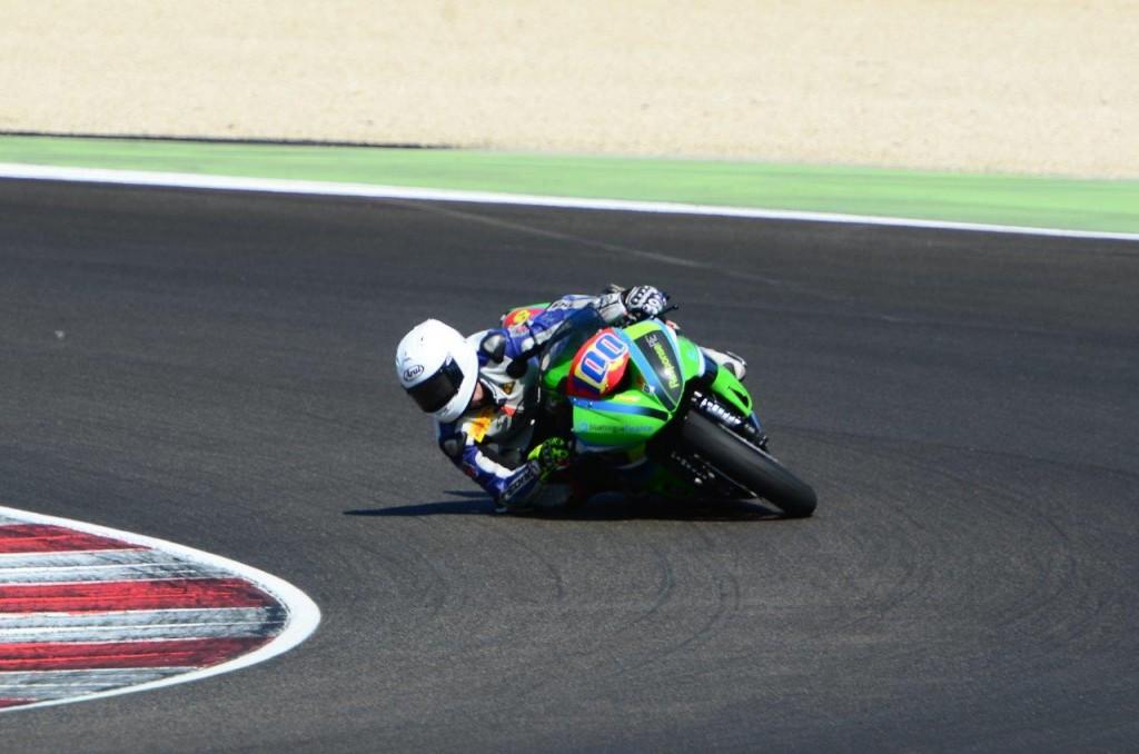 lr Lachlan Epis competing at Misano, Kawasaki ZX6R FIM Europe Superstock 600