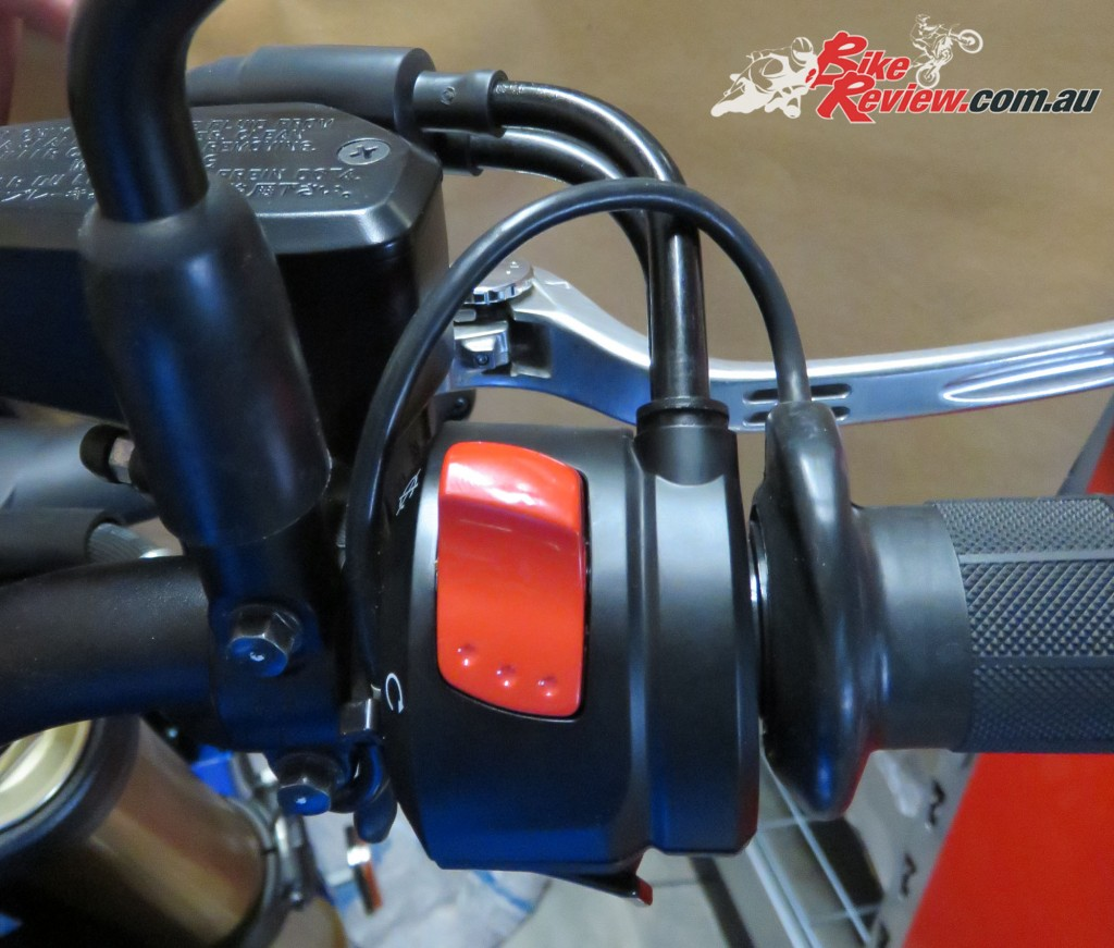 Bike Review Suzuki GSX-S1000 Heated Grips Install (27)