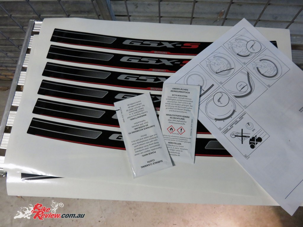 Bike Review Suzuki GSX-S1000 Rim Decal step 1