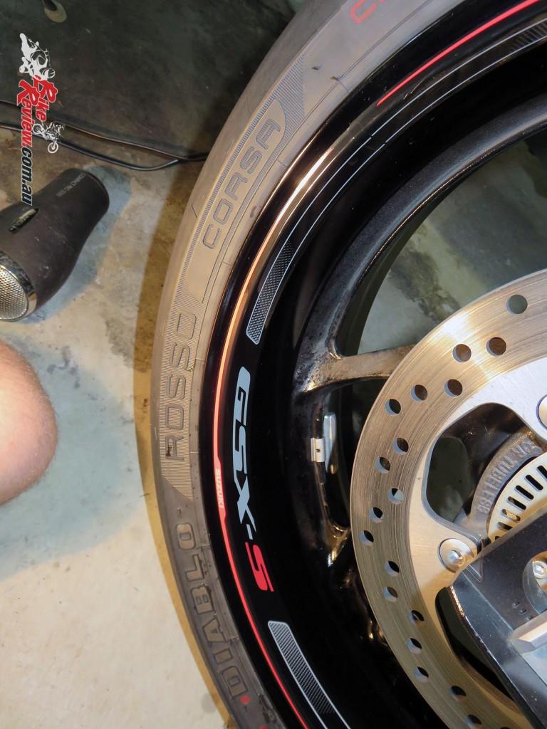 Bike Review Suzuki GSX-S1000 Rim Decal step 11