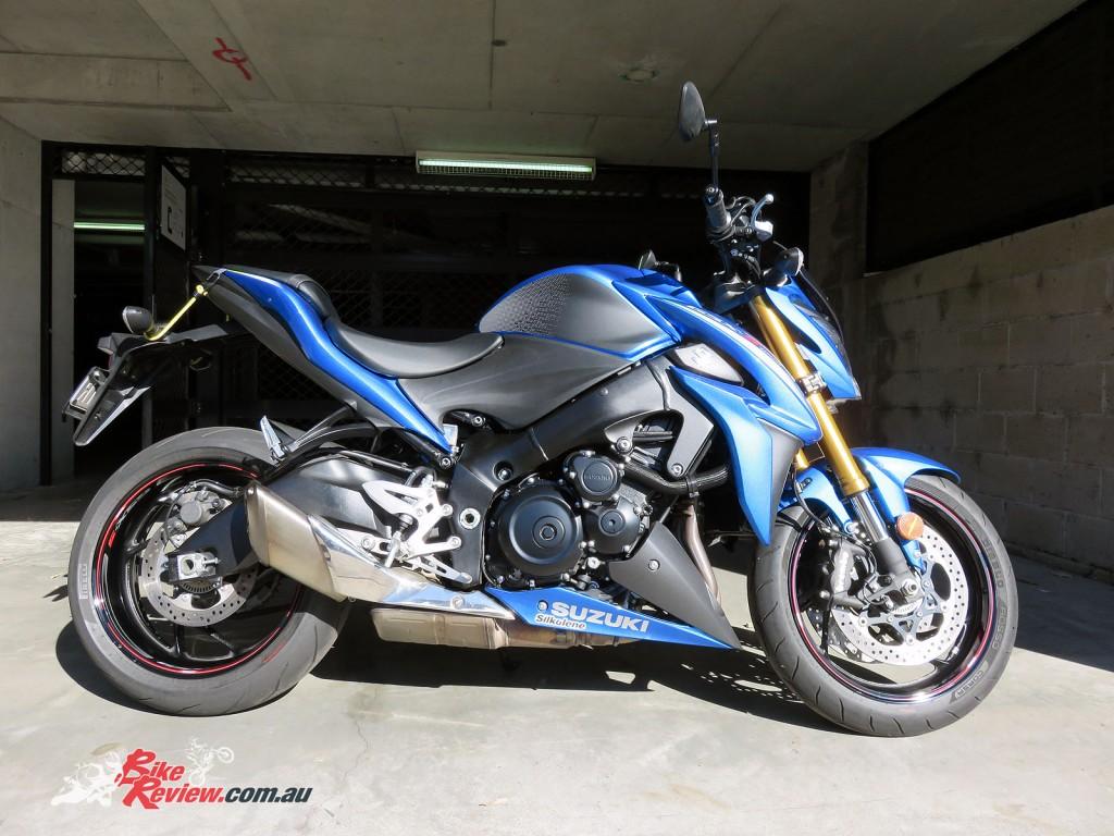Bike Review Suzuki GSX-S1000 Rim Stickers end result whole bike side shot