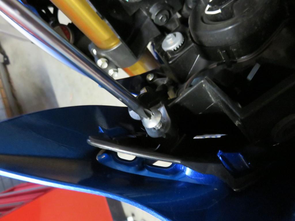 Bike Review Suzuki GSX-S1000 Screen Install (15)