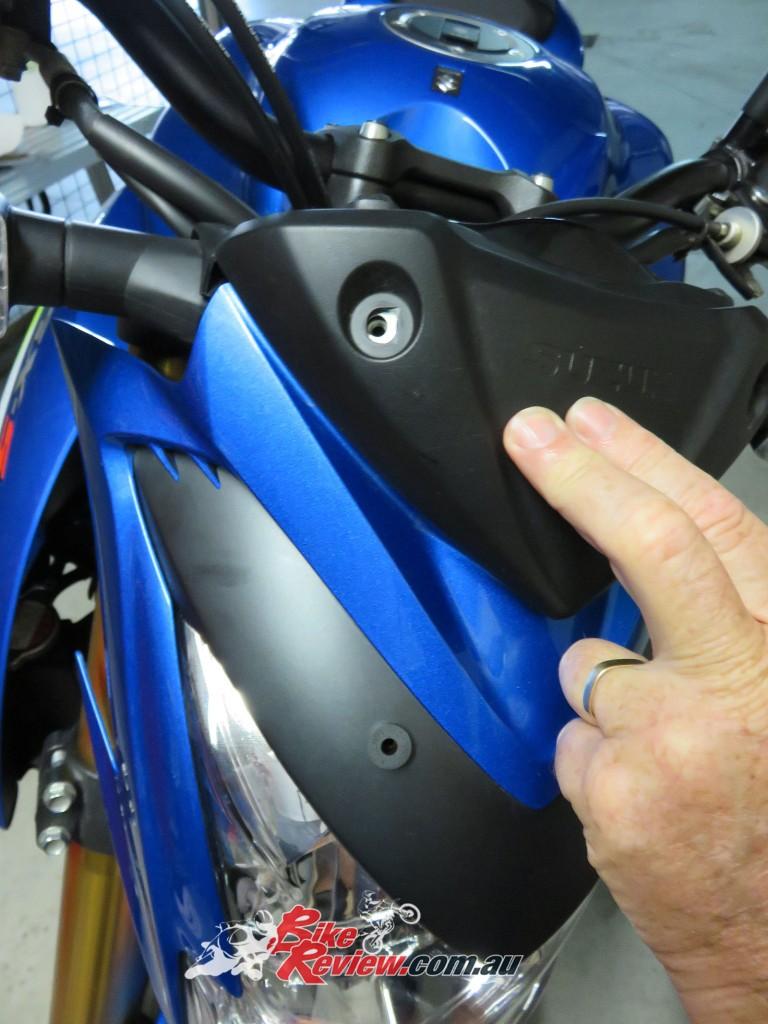Bike Review Suzuki GSX-S1000 Screen Install (17)