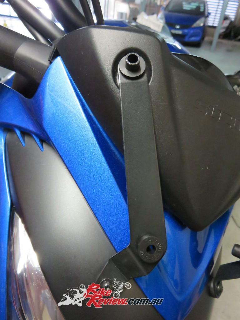 Bike Review Suzuki GSX-S1000 Screen Install (19)