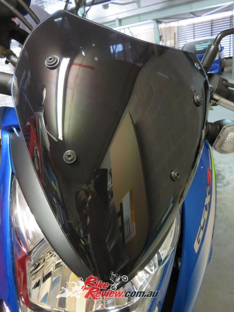Bike Review Suzuki GSX-S1000 Screen Install (22)