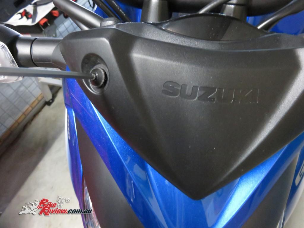 Bike Review Suzuki GSX-S1000 Screen Install (6)