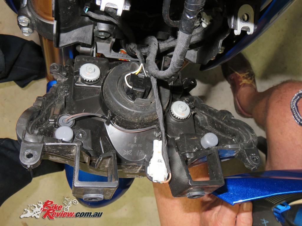 Bike Review Suzuki GSX-S1000 Screen Install (9)