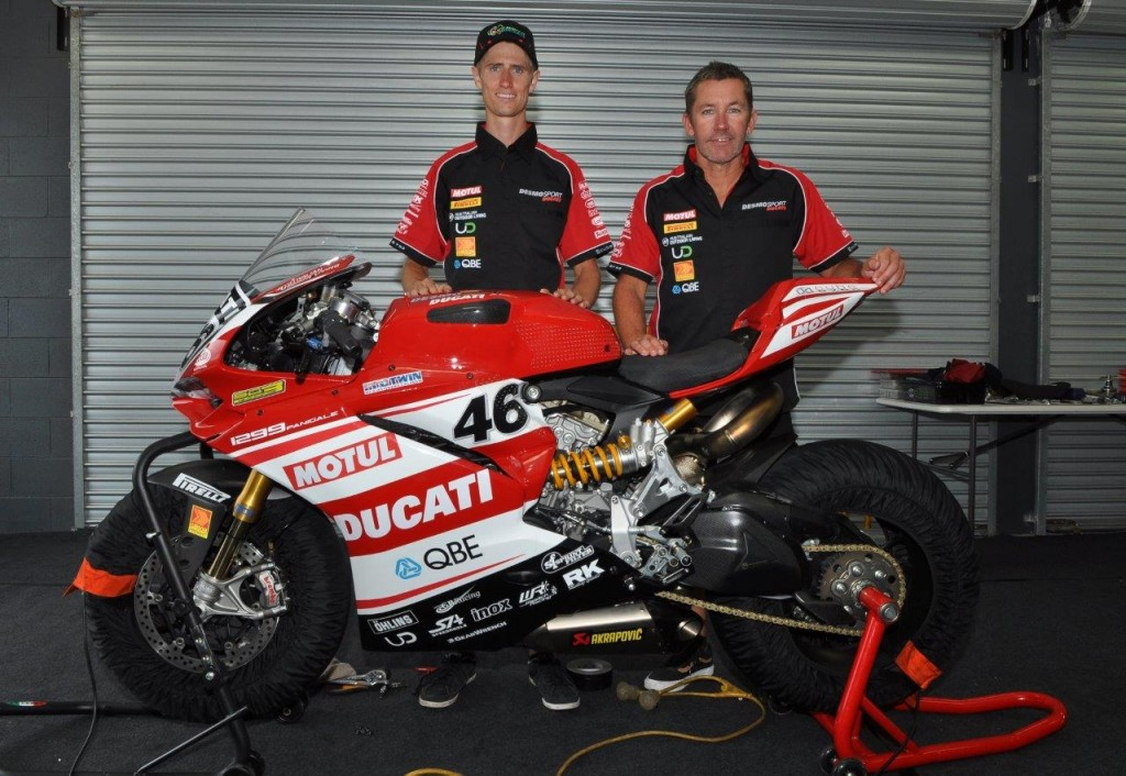 Mike Jones & Troy Bayliss. Credit Russell Colvin