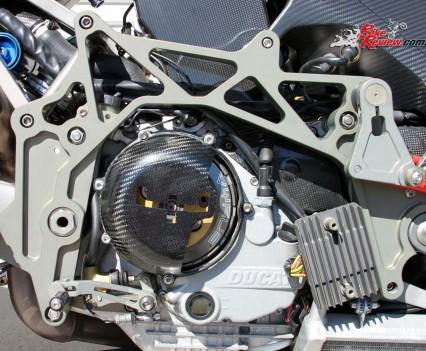 Double omega aluminium frame.